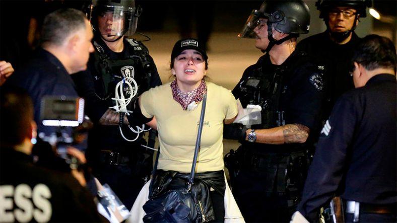 ВЛос-Анджелесе намитинге против Трампа задержали около 150 активистов