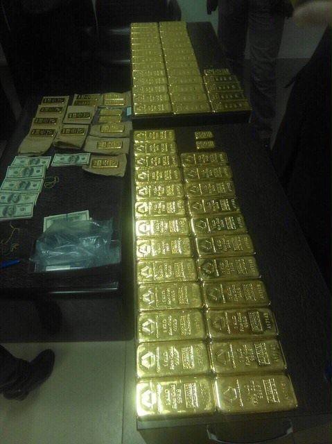 Прокуратура и СБУ изъяли 72 кг золота, оружие и наличность