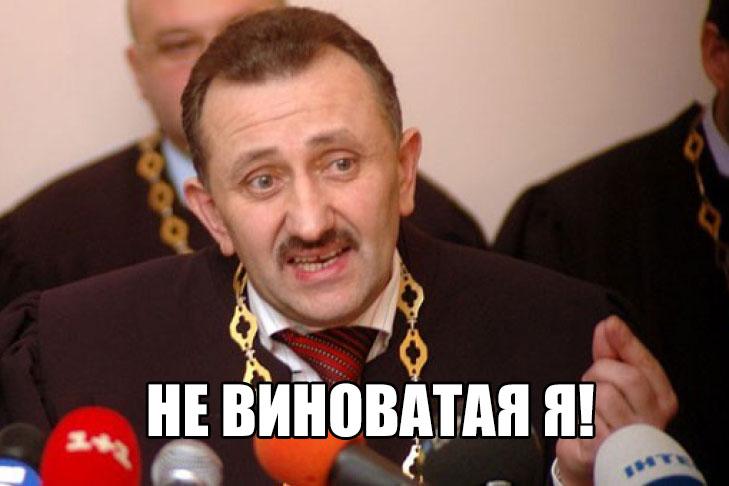 Судья-колядник Зварич требует восстановить его вдолжности