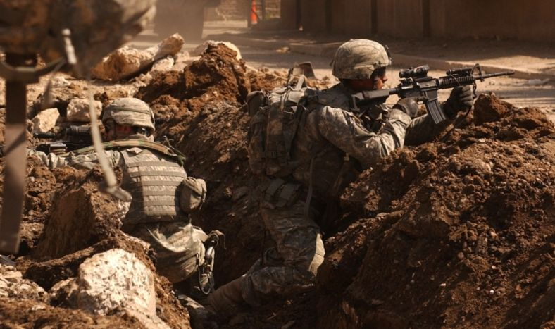US_Army_soldiers_in_a_firefight_near_Al_Doura_Baghdad