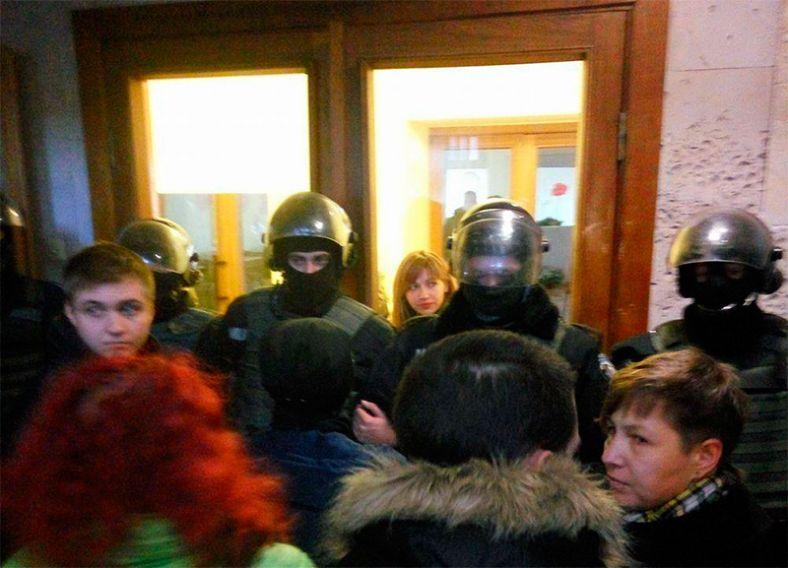 ВНиколаеве «Азов» и«Свобода» заблокировали «сепаратистов Медведчука»
