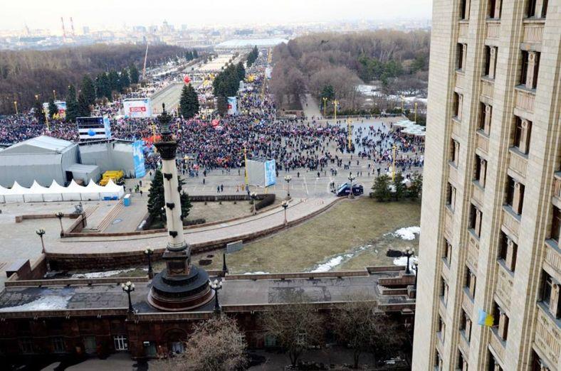 Вывесившего флаг Украины вгодовщину присоединения Крыма аспиранта МГУ избили вОВД