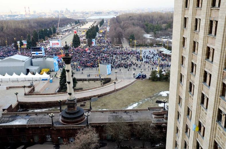 В милиции Москвы избили аспиранта МГУ за флаг Украины