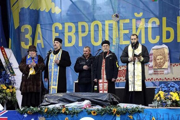 """Многие вообще только на Майдане узнали, что на """"Слава Иисусу Христу"""" положено отвечать не """"Героям слава"""", а """"Навеки слава""""."""